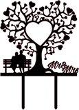 taarttopper Bruidspaar onder boom