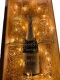 Gegraveerde wijnkist met lichtjes
